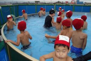 プール遊び 年中